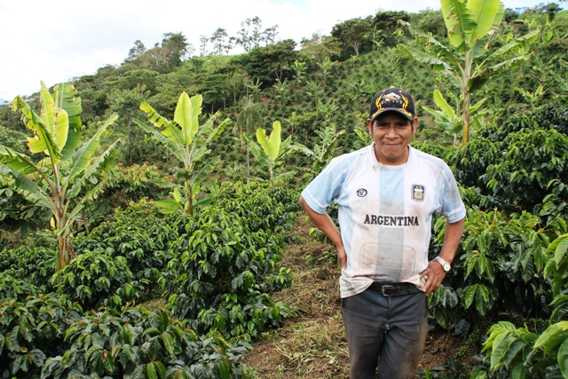 peru-coffee-farmer